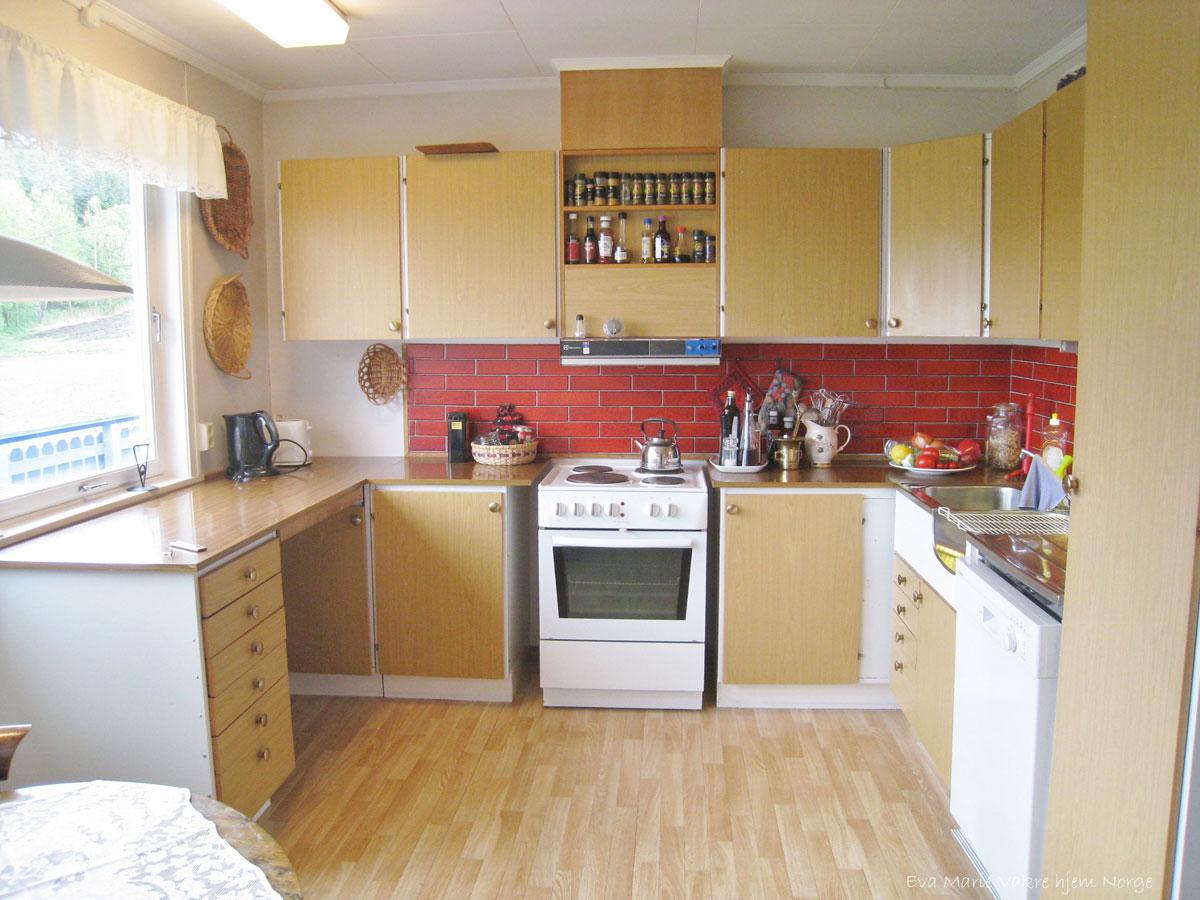 Oppussing av kjøkken i 70-talls hus. Her før oppussing