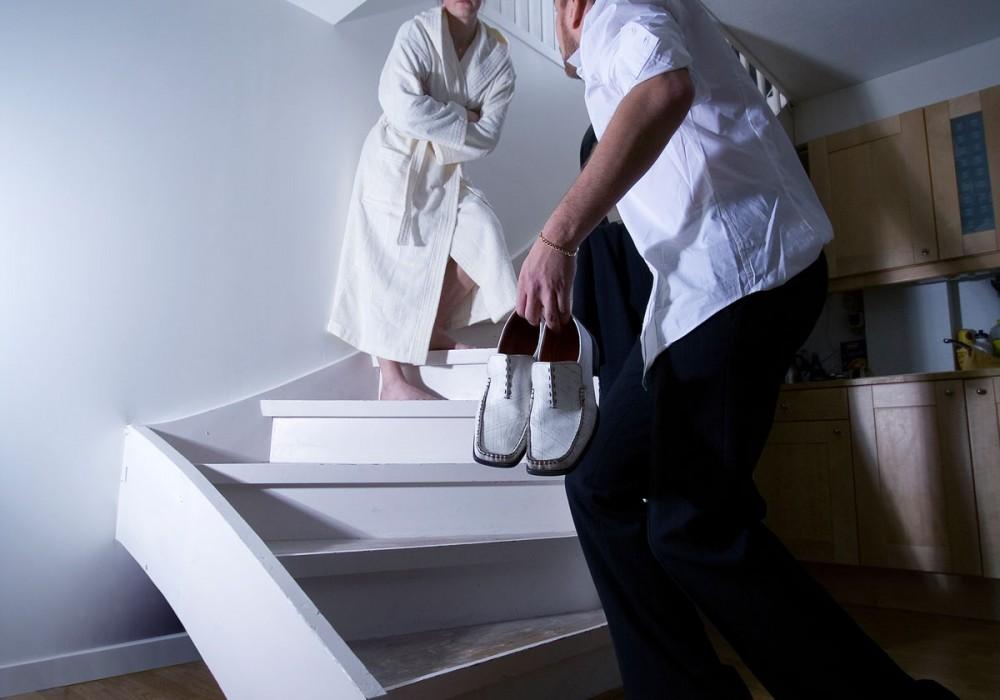Hvordan fjerne knirk i gulv og trapp